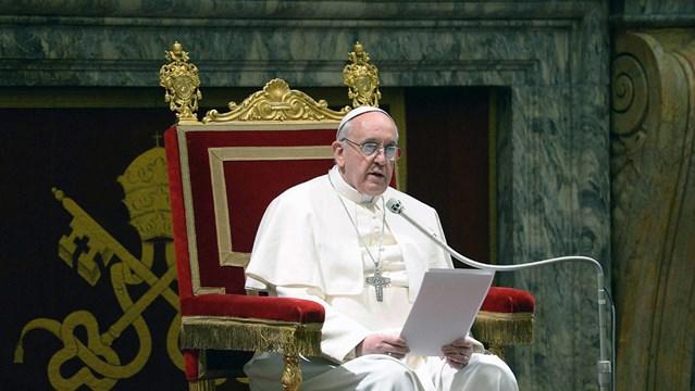 Ομόφωνα για την επίσημη πρόσκληση στον Πάπα Φραγκίσκο