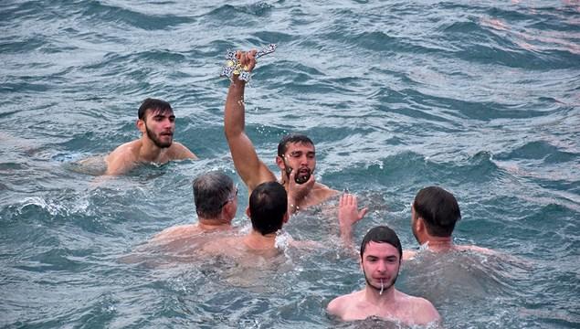 Ο αγιασμός των υδάτων στην Ερμούπολη