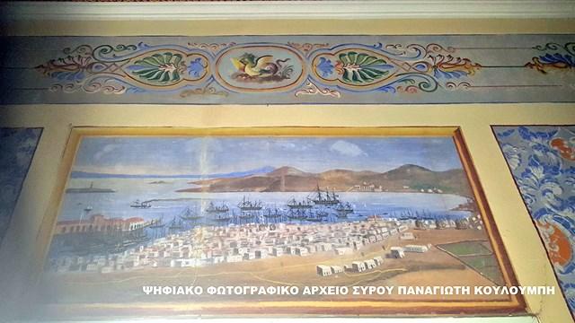 Mία χαμένη τοιχογραφία σε ένα ετοιμόρροπο νεοκλασικό αρχοντικό της Ερμούπολης φέρνει στο φως μοναδικές εικόνες της παλιάς Ερμούπολης