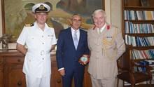 Εθιμοτυπική επίσκεψη του κυβερνήτη του Πολεμικού Πλοίου της Μεγάλης Βρετανίας HMS «BULWARK L15»