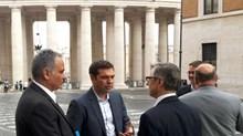Ο π. Σεβαστιανός Ροσσολάτος μεταφραστής στη συνάντηση Τσίπρα-Πάπα