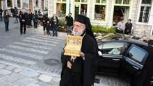 Η Σύρος υποδέχθηκε το λείψανο του Αγίου Νεκτάριου