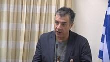 Ο Σταύρος Θεοδωράκης στη συνεδρίαση του δημοτικού συμβουλίου