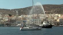 Ιστιοπλοϊκά σκάφη με Ρώσους στο λιμάνι της Σύρου
