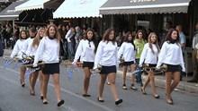 Μαθητική στεφάνωση στην Ερμούπολη 2014