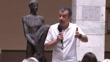 Ομιλία του Σταύρου Θεοδωράκη σε πολίτες της Σύρου