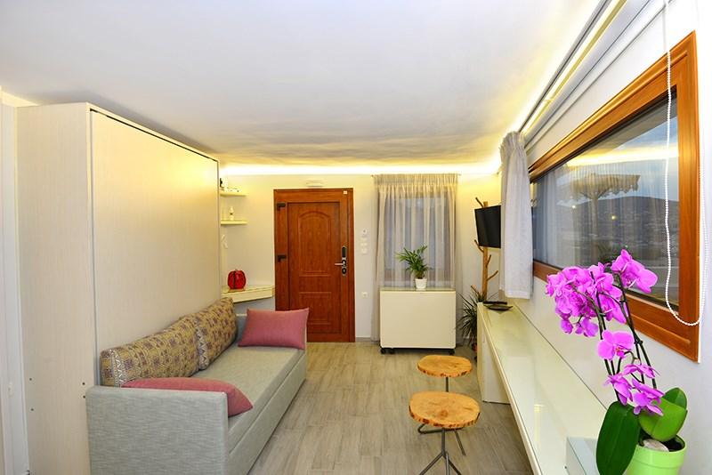 Ενοικιάζεται  το αυτόνομο, νεόδμητο διαμέρισμα της Villamarenosta (Fantasia) ενός δωματίου-κουζίνας και τουαλέτας (33 τμ), στα Λαζαρέτα
