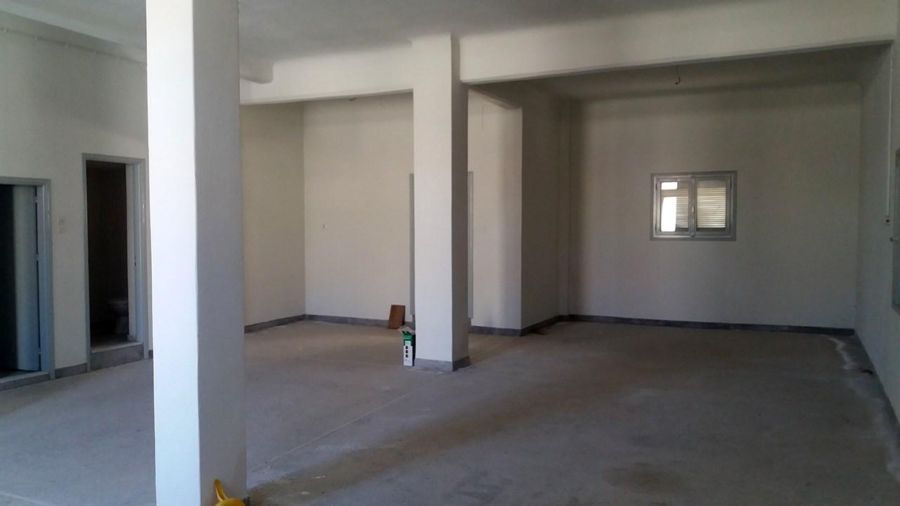 Ενοικιάζεται επαγγελματική στέγη 105 τμ (με ακάλυπτο χώρο) στον Αγ.Παντελεήμονα