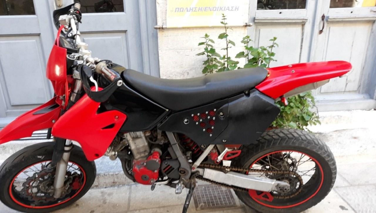 Πωλείται μηχανή Suzuki