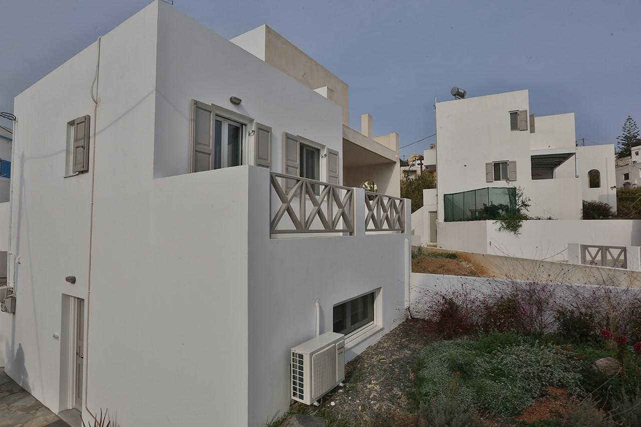 Ενοικιάζεται νεόδμητη πλήρως εξοπλισμένη ισόγεια κατοικία ,38 τμ ,στην περιοχή Βάρης Σύρου