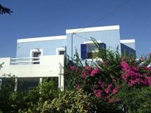 Ενοικιάζεται μεγάλη γκαρσονιέρα 50τμ. στον πρώτο όροφο στον κεντρικό δρόμο της Ποσειδωνίας κοντά στο Δημοτικό σχολείο