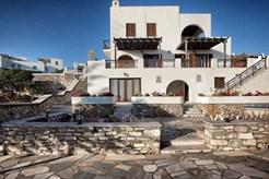 Ενοικιάζονται επιπλωμένες και πλήρως εξοπλισμένες με ηλεκτρικές συσκευές κατοικίες στην Ποσειδωνία της Σύρου