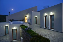 Ενοικιάζονται 2 νεόδμητα διαμερίσματα (Villamarenosta: Nostalgia & Armonia) δύο δωματίων 40 τμ στα Λαζαρέτα