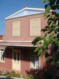 Πωλείται μονοκατοικία με κήπο και θέα στο Επισκοπειό Σύρου