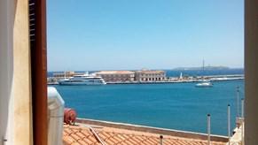Ενοικιάζεται δυάρι διαμπερές 52τμ στο λιμάνι της Σύρου