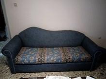 Πωλείται καναπές τριθέσιος που γίνεται κρεβάτι, διθέσιος καναπές-πολυθρόνα και τρία τραπεζάκια στην τιμή των 200 ευρώ