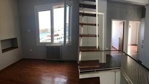 Ενοικιάζεται διώροφη κατοικία στο κέντρο της Ερμούπολης με θέα το λιμάνι