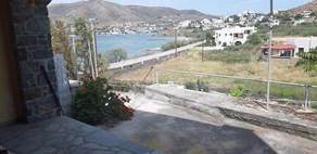 ΕΝΟΙΚΙΑΖΕΤΑΙ επιπλωμένη γκαρσονιέρα 30 τ.μ. με βεράντα στην Ποσειδωνία