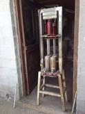 Πωλείται πρέσα κατασκευής μπρικέτας (χαρτιού-βιομάζας) με υδραυλικό γρύλο αέρος 10 τόνων