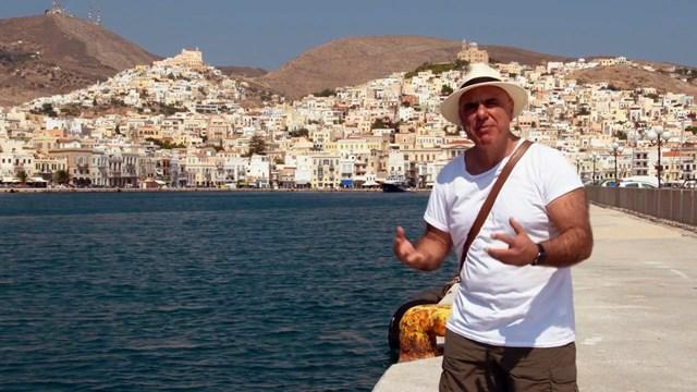 Τα εντυπωσιακά γυρίσματα του Ελληνοαυστραλού, Πίτερ Μανέας στη Σύρο