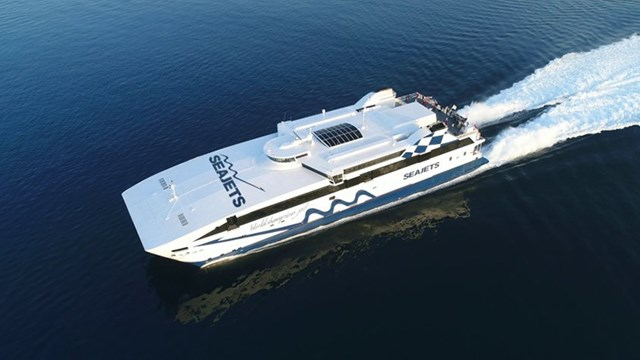 SEAJETS: Εγκαινίασε το πλοίο - ρεκόρ Γκίνες WorldChampion Jet