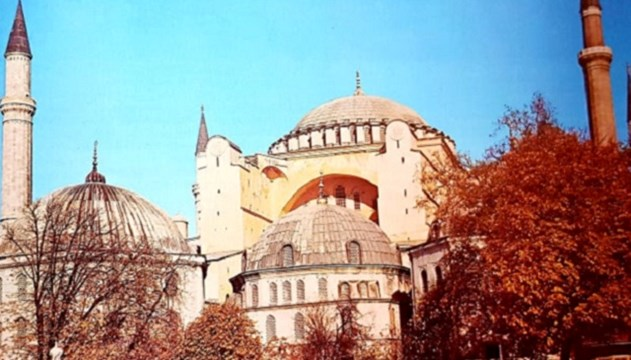 """""""Η Αγία Σοφία, μετά από 86 χρόνια, μετατρέπεται από μουσείο σε τζαμί"""""""