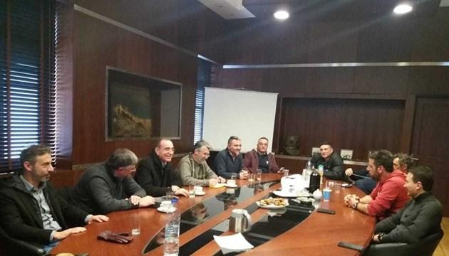 Συνάντηση του Νίκου Λειβαδάρα με τους εργαζόμενους και την διοίκηση του ναυπηγείου