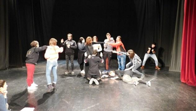 """""""Όλο το σχολείο είναι μια θεατρική σκηνή"""""""