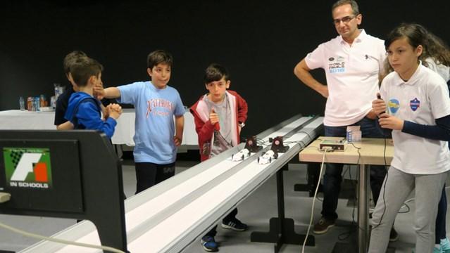 """To Σχολείο μας """"Άγιος Γεώργιος"""" στο F1 in Schools Jaguar"""