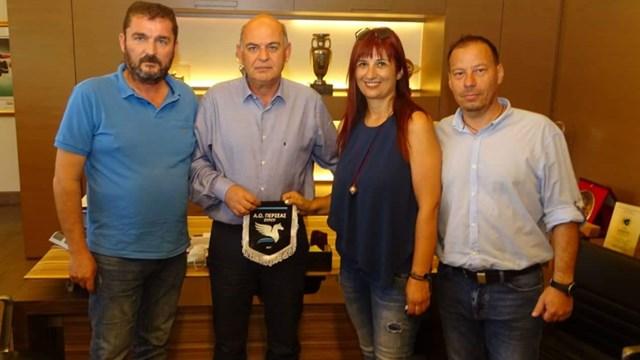 Συνάντηση ΑΟ Περσέα Σύρου με Βαγγέλη Γραμμένο στην ΕΠΟ για το γυναικείο ποδόσφαιρο