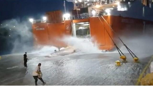 """Σίκινος: Έδωσε """"μάχη"""" για να δέσει στο λιμάνι"""