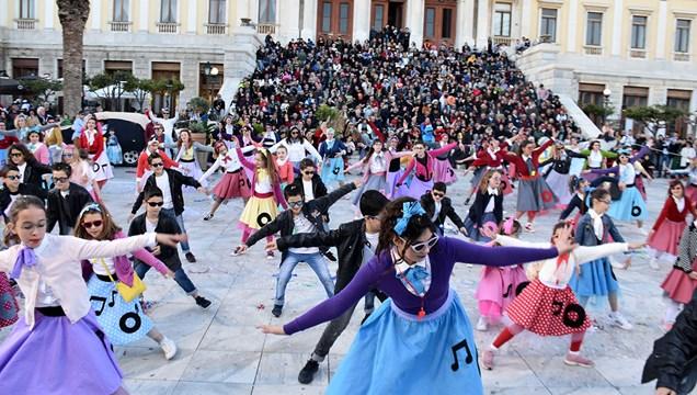 Απογειώθηκε.... το Συριανό καρναβάλι