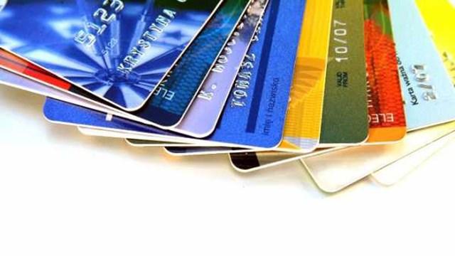 Τι αλλάζει από σήμερα στις πληρωμές με κάρτες