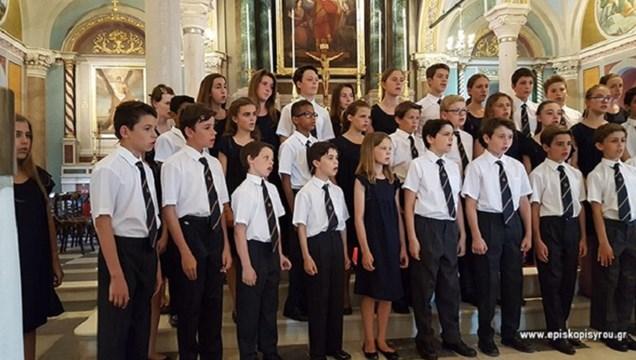 """Σύρος: Η χορωδία του Francis Bardotου στον """"Άγιο Παύλο"""" στην Ποσειδωνία"""