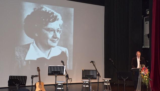Αφιερωμένη στην Συριανή ποιήτρια Ρίτα Μπούμη - Παππά