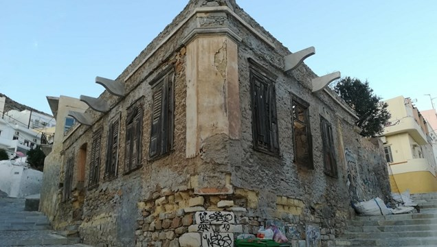 """""""Επιτακτική ανάγκη η διάσωση της αρχιτεκτονικής κληρονομιάς της Σύρου"""""""