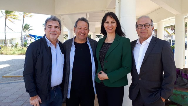 Θετικά τα μηνύματα από το Μαϊάμι για την επενδυτική πρόταση των παραγωγών του Hollywood στη Σύρο