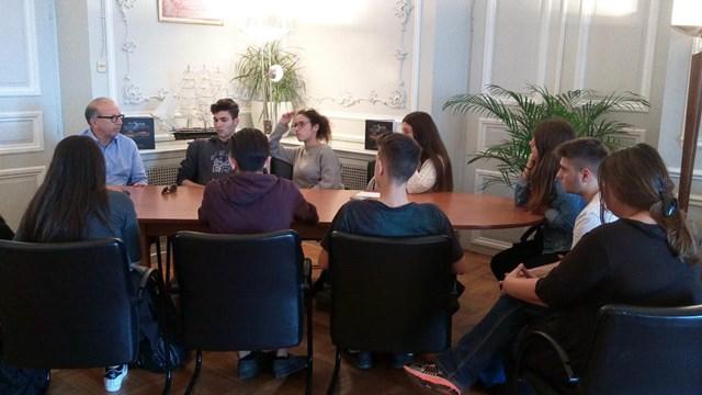 Με αντιπροσωπεία των μαθητών των Λυκείων της Σύρου συναντήθηκε ο Αντιπεριφερειάρχης Κυκλάδων