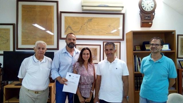 Μπήκε η υπογραφή για ένα σημαντικό έργο στο λιμάνι της Ερμούπολης