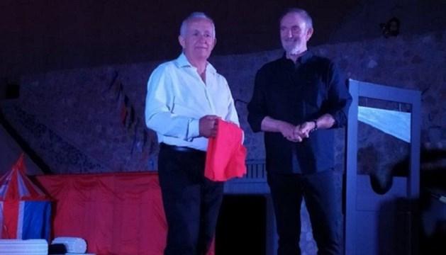 Η Σαντορίνη τίμησε τον Πρόεδρο του Πολιτιστικού Συλλόγου Άνω Σύρου, Μπάμπη Κουλούρα