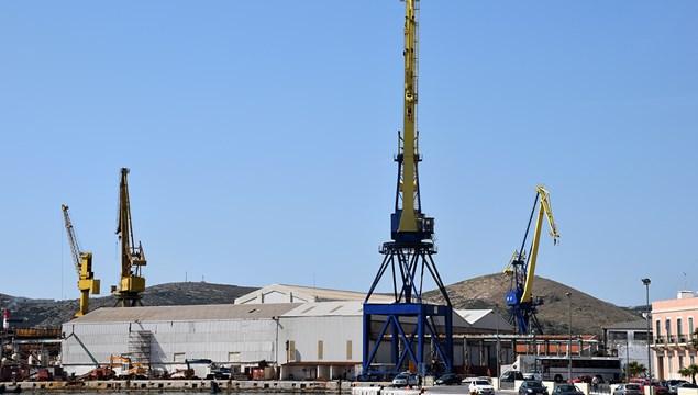 Τα σχέδια Ξενοκώστα για επαναλειτουργία των ναυπηγείων στο Νεώριο Σύρου