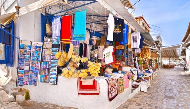 Guardian: Τα νησιά του Αιγαίου θα γίνουν οι πρώτες covid free περιοχές της Ελλάδας