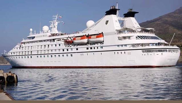 """Ακυρώθηκε η έκτακτη προσέγγιση του """"Seabourn odyssey"""" στη Σύρο"""