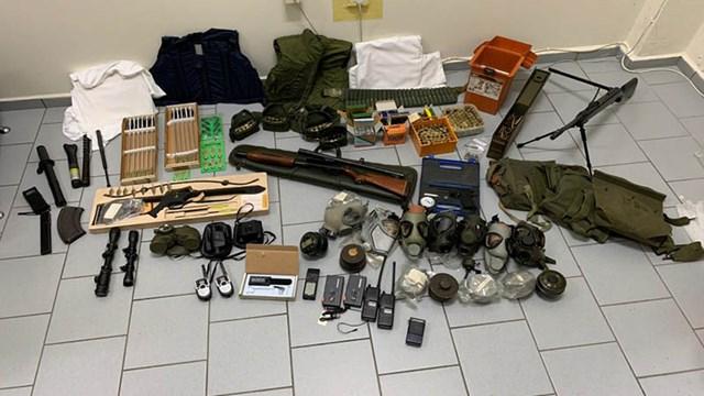 Συνελήφθησαν στη Σύρο δυο άνδρες για παράνομη κατοχή μεγάλης ποσότητας οπλισμού