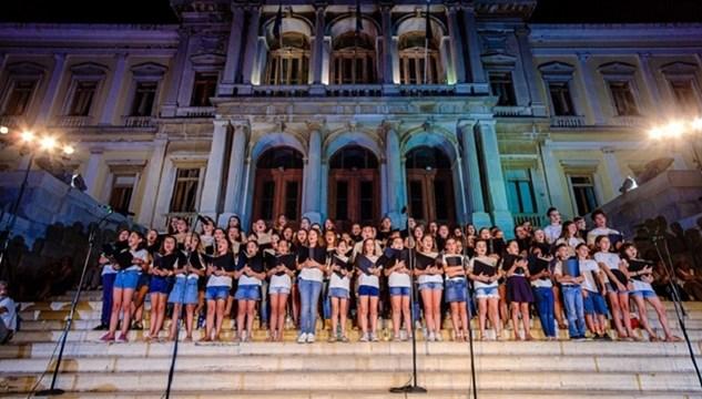 """Η Παιδική-Νεανική Χορωδία της Ορχήστρας των Κυκλάδων στο """"The World Peace Choir Festival"""" της Βιέννης"""