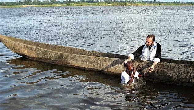 Βαπτίσεις στον ποταμό OUBANGUI