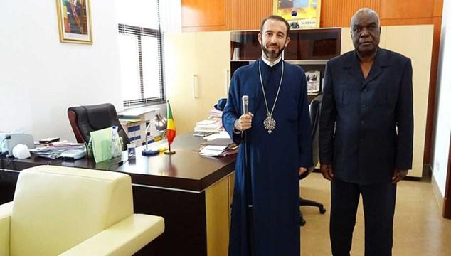 Επίσημη συνάντηση με τον Κυβερνήτη του Dolisie