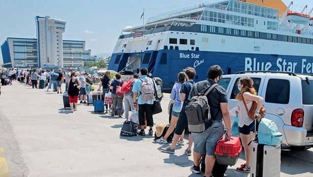 Γιάννης Πλακιωτάκης: «Μπλόκο» σε πάνω από 12.000 ταξιδιώτες