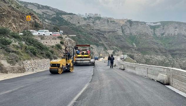 Σαντορίνη: Ολοκληρώνεται και παραδίδεται ο δρόμος προς το λιμάνι του Αθηνιού