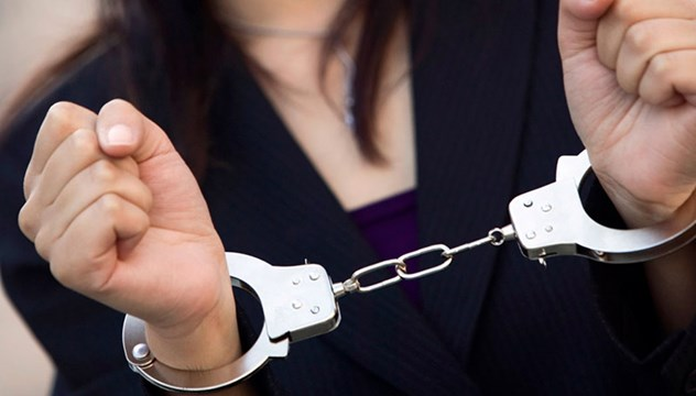 Σύλληψη 62χρονης για κλοπή στη Σύρο